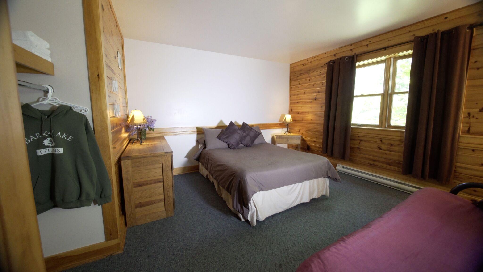 Oak Centre Room